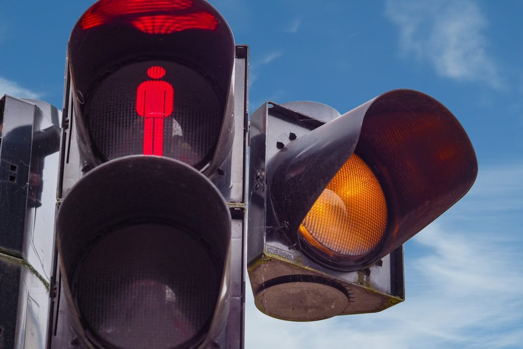 Yellow light played into motor vehicle accident and judicial decision