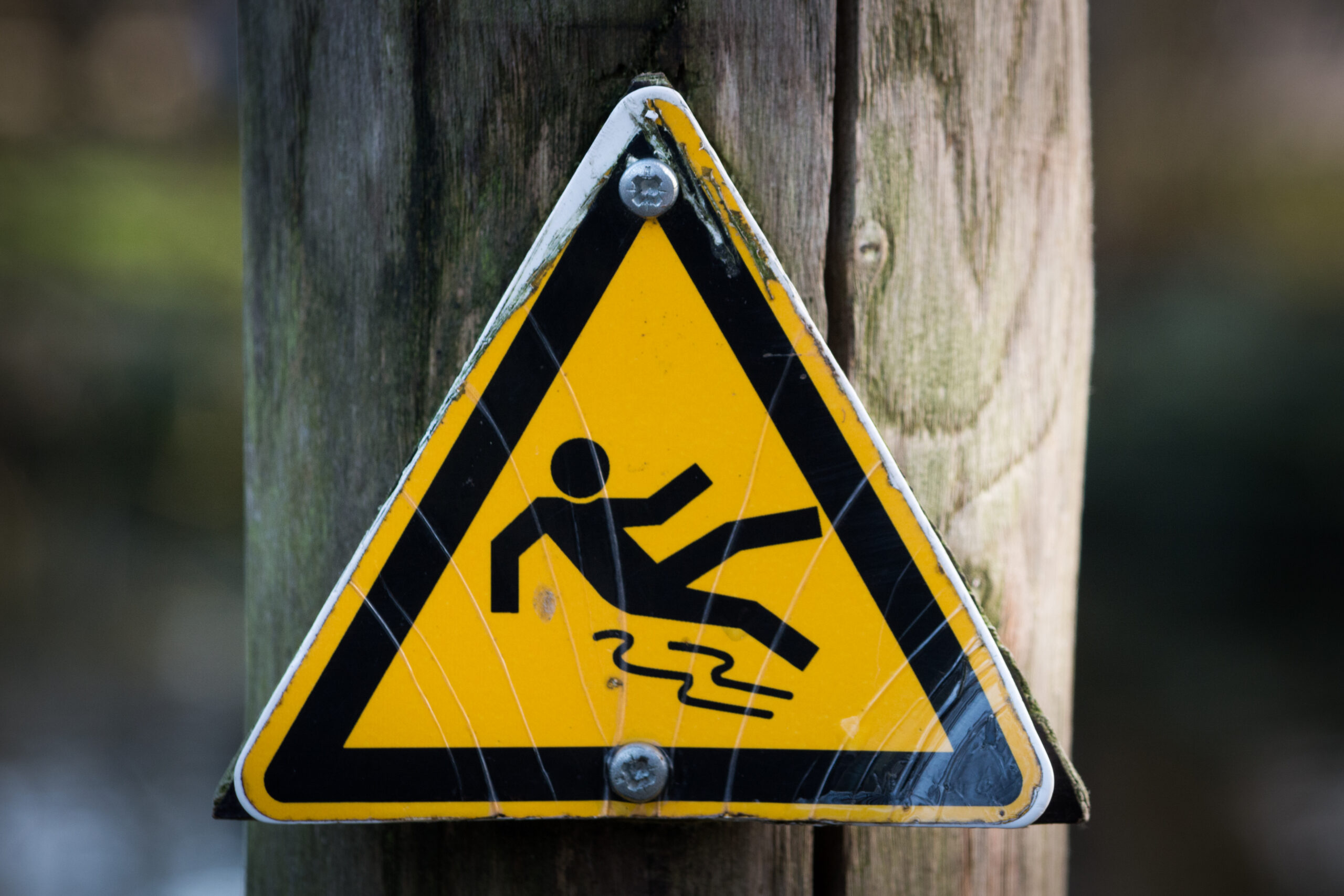 Yellow warning sign for slip and fall